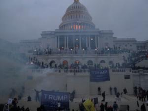 Violência no Congresso americano: a Democracia sob ataque
